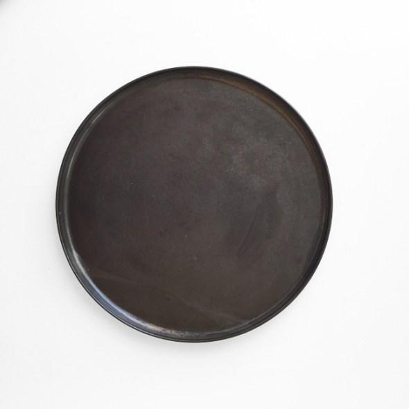 schwarzer Keramikteller klein