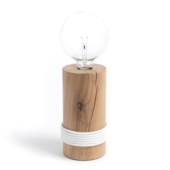 Log Lamp - Holzleuchte mit Holzsockel und Textilkabel von The Oak Men Dänemark