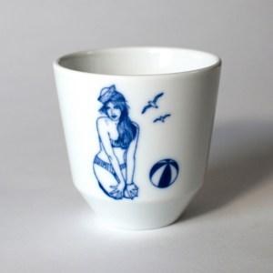 Kaffeebecher Beach Girl aus Porzellan von Ocean Going