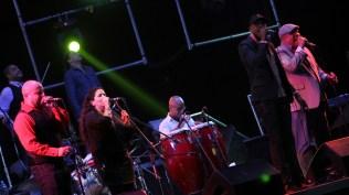 Los cubanos interpretaron sus principales éxitos. (Foto: Songoro Media)