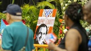 Uno de los cuadros donde se aprecia el rostro del músico puertorriqueño fallecido. Grande, Raphy. (Foto: Fcebook/karamba)