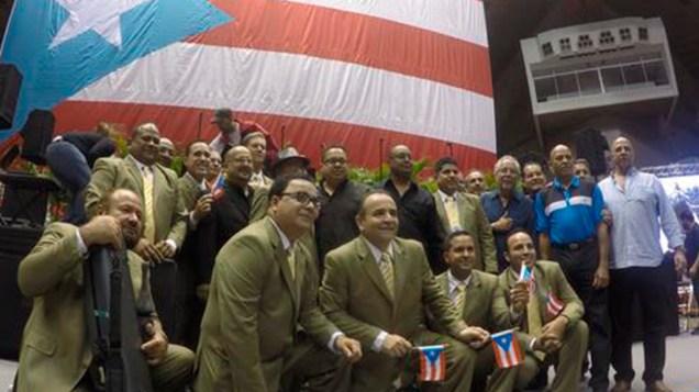 Toda su agrupación, desde Edgard Nevárez hasta Sammy Marrero, estuvieron presentes para despedir a Raphy en agosto del 2015. (Foto: Twitter/z93fm)