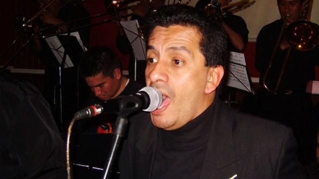 Manolo Rodríguez en una de sus presentaciones junto a La Única. (Foto: Facebook/ManoloRodríguez)