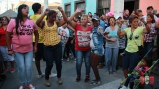 Las muchachas cantando a coro el clásico de 'La loba': 'Soltera y libre'. (Foto: Salserísimo Perú)