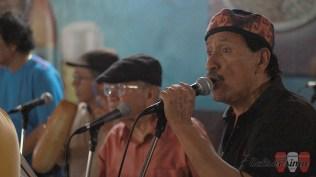 Orestes Avendaño (derecha) en el coro de la Charanga del Puerto. (Foto: Salserísimo Perú)