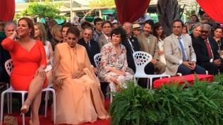 Todos los homenajeados en plena ceremonia de homenaje. (Foto: Josenid Orozco - El Vocero de Puerto Rico)
