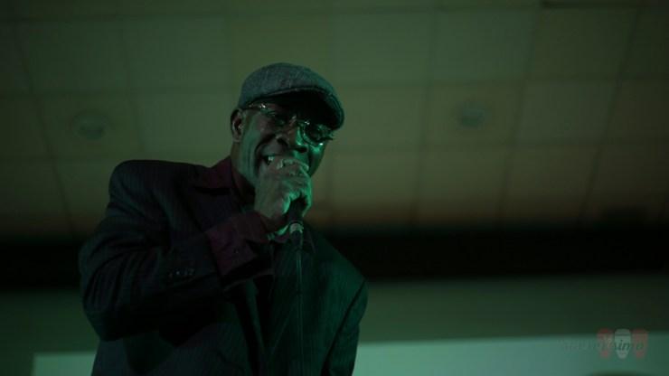 Crispín Díaz hizo bailar al público asistente. Es el maestro de las maracas y, además, la voz primera del Septeto. (Foto: Salserísimo Perú)