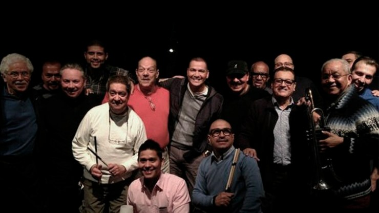 Víctor Manuelle junto a la Fania All Stars y Renzo Padilla. (Foto: Facebook/VíctorManuelle)