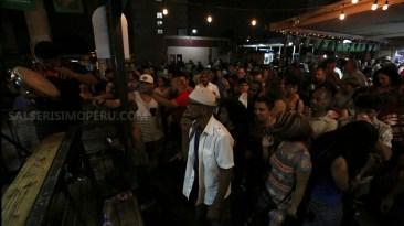 Un gran cantidad de gente estuvo presente anoche para ver el espectáculo de bomba y plena en Villa Palmeras. (Fotos: Antonio Alvarez F./Salserisimo Perú).