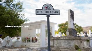 Cartel que ayuda a los fanáticos a ubicar la tumba de Héctor Lavoe. (Foto: Antonio Alvarez F./Salserísimo Perú)