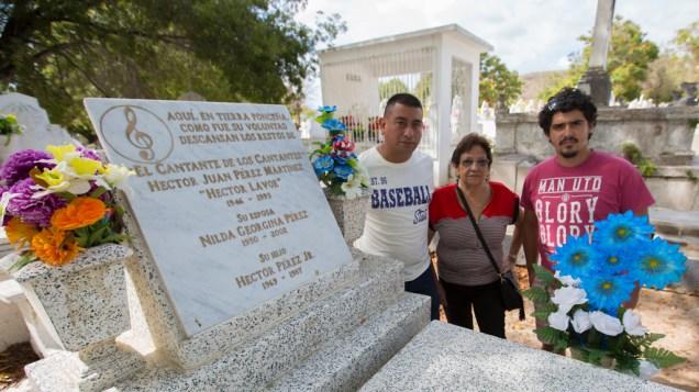 Martín Gómez y Daniel Alvarez, editores de Salserísimo Perú, junto a Priscila Vega. (Foto: Antonio Alvarez F./Salserísimo Perú)