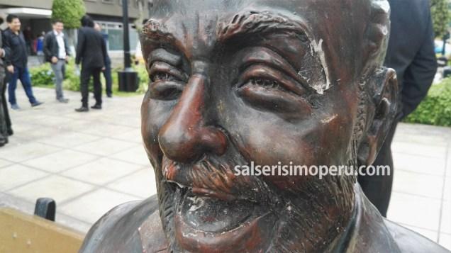 El monumento de Eddie Palmieri es el más afectado en la Plaza Matriz. (Foto: Daniel Alvarez F. / Salserísimo Perú)