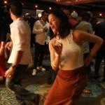 Salsa, entre el baile de esquina y el baile de academia