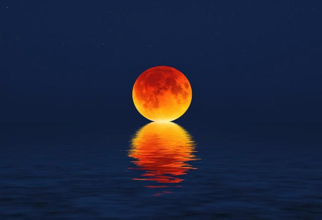 moon kissing sea