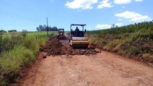 52766838_352826208907088_1151341626656817152_n-300x169 Recuperação das estradas no interior são prioridades para o escoamento da safra de soja.