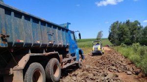 53110860_300854123958617_1073457475690168320_n-1-300x169 Recuperação das estradas no interior são prioridades para o escoamento da safra de soja.