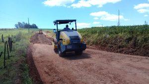 53700362_494175197654313_7059956027281637376_n-300x169 Recuperação das estradas no interior são prioridades para o escoamento da safra de soja.