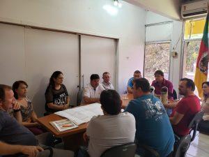 WhatsApp-Image-2019-04-26-at-14.59.27-300x225 Prefeito se reuniu com secretários e vereadores e equipe de engenharia para apresentação do projeto de revitalização da Avenida Pio XII.