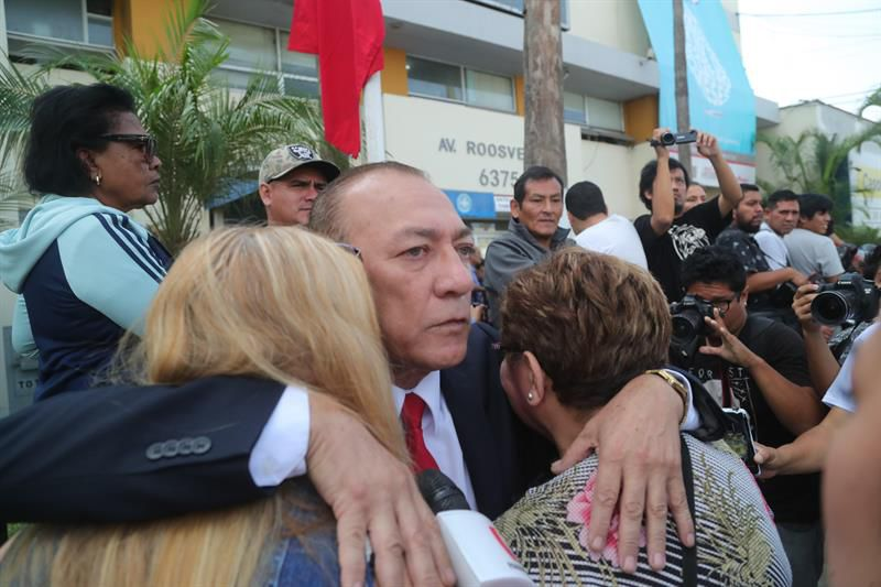 """TRAS DISPARARSE, EL EXPRESIDENTE PERUANO ALAN GARCÍA """"ESTÁ MUY GRAVE"""""""
