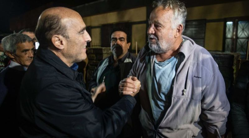 BELLA UNIÓN- MARTÍNEZ ENCARÓ A UN HOMBRE QUE LE GRITÓ EN UN ACTO POLÍTICO. TERMINARON EN PAZ