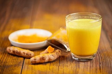 cúrcuma en leche dorada