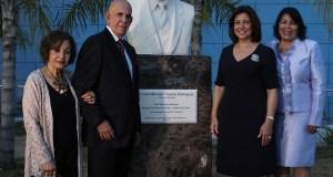 Develan busto y nombran calle en memoria del doctor Juan Manuel Taveras Rodríguez