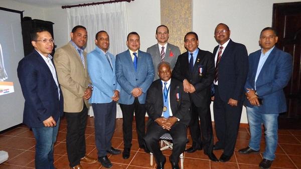 Sociedad Ortopedia y Traumatología reconoce pasado presidente Dr. Andrés García