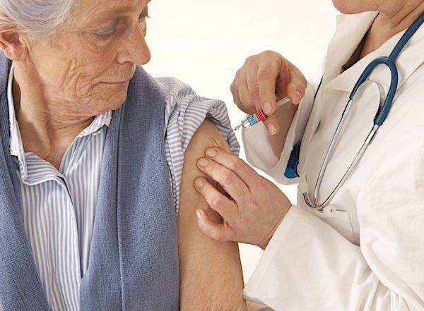 Población de 65 años o más es propensa a padecer neumonía debido al deterioro del sistema inmunológico