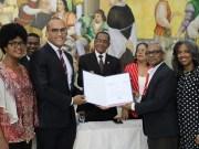 UASD reconoce al Dr. Adrián Puello Investigador del Año