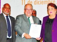 Mescyt reconoce labor Dr. Feris Iglesias a la investigación