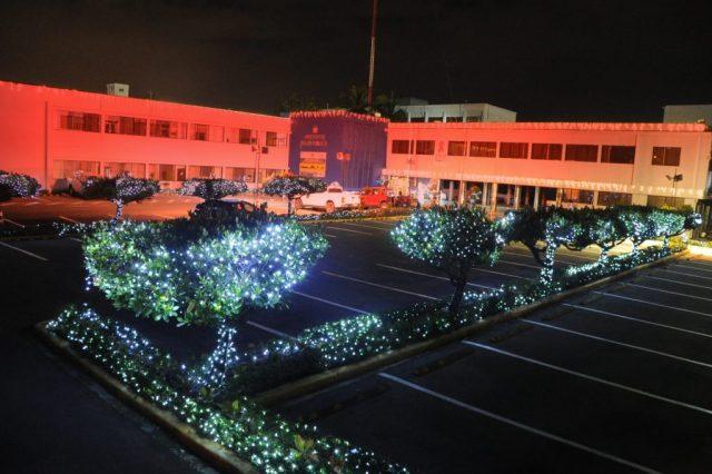 Ministerio Salud se ilumina de rojo en apoyo a prevención y lucha contra VIH/SIDA