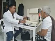 Profesional de la salud visual del hospital Dr.Moscoso Puello advierte sobre glaucoma