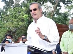 Presidente Abinader dice Gobierno estudia flexibilizar toque de queda 24 y 31 de diciembre