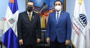 Ministro Rivera juramenta nuevo director de Habilitación y Acreditación