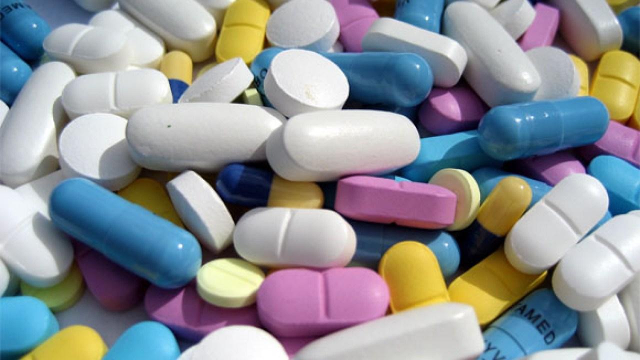 comparando suplementos vitamínicos com