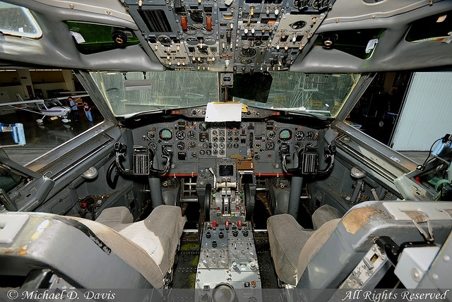 SIU Boeing 737 flight deck.  CLICK the altimeter (or any other instrument)