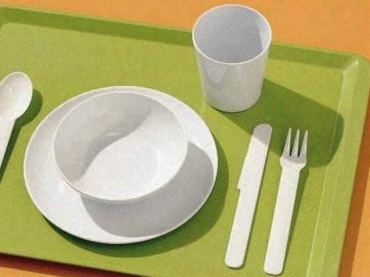 Via la plastica, a scuola si mangia con stoviglie compostabili