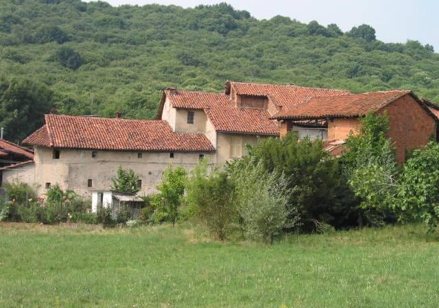 Si ferma a Prelle per il pranzo la carovana dello Slowland Piemonte oggi sui sentieri della collina