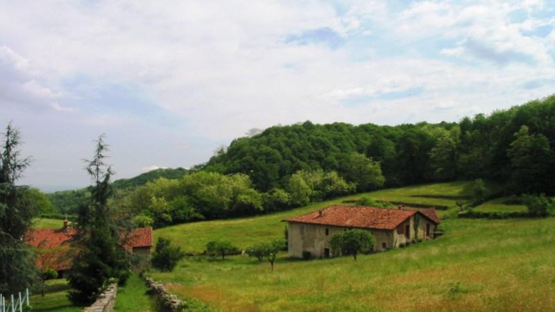 Transita tra il Carengo ed il Carenghino il percoso odierno di Slowland Piemonte e sembra che Primo Levi abbia soggiornato al Carenghino