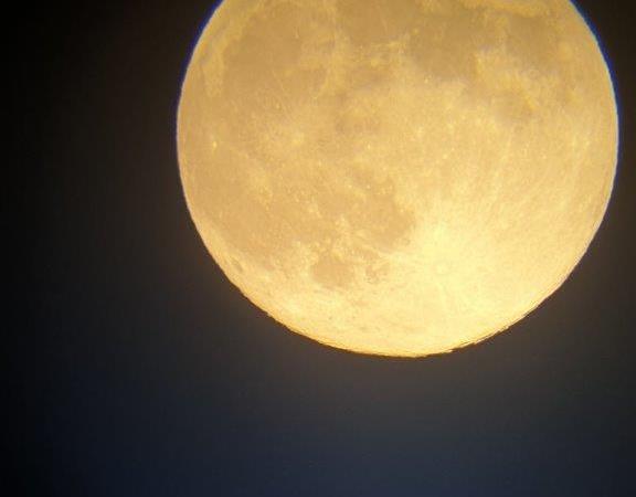 La luna piena nella notte tra il 7 e l'8 aprile