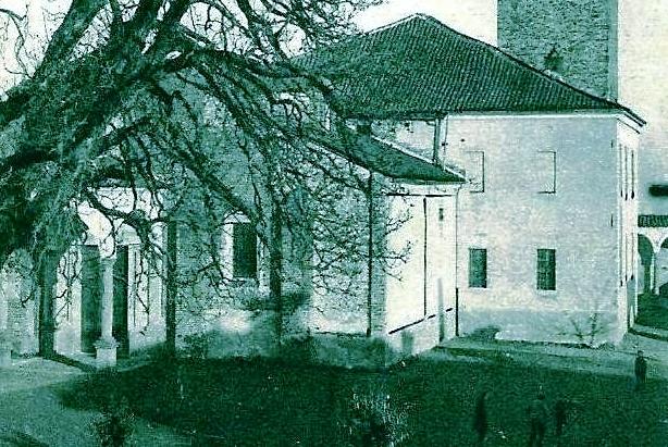 Vecchia Salussola: Partitella a calcio sul sagrato della chiesa dell'Assunta ai primi del 1900
