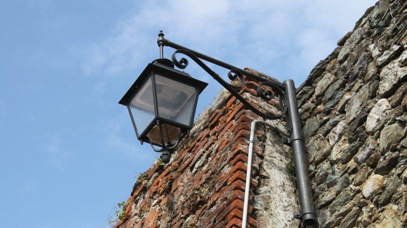 Ha dieci anni l'impianto di illuminazione del borgo antico di Salussola