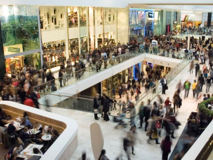 Covid-19: Scuola in rete per le superiori e chiusura dei centri commerciali il sabato e la domenica