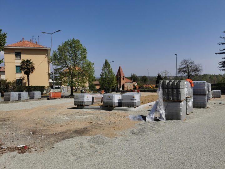 Avvio della pavimentazione di Piazza beato Pietro levita. FOTONOTIZIA