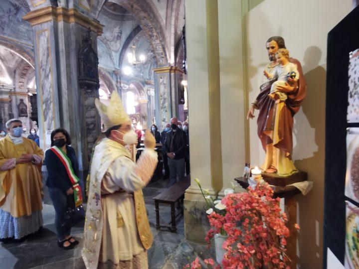 ll vescovo alla festa religiosa del beato Pietro ha benedetto la statua restaurata di san Giuseppe. FOTOGALLERIA