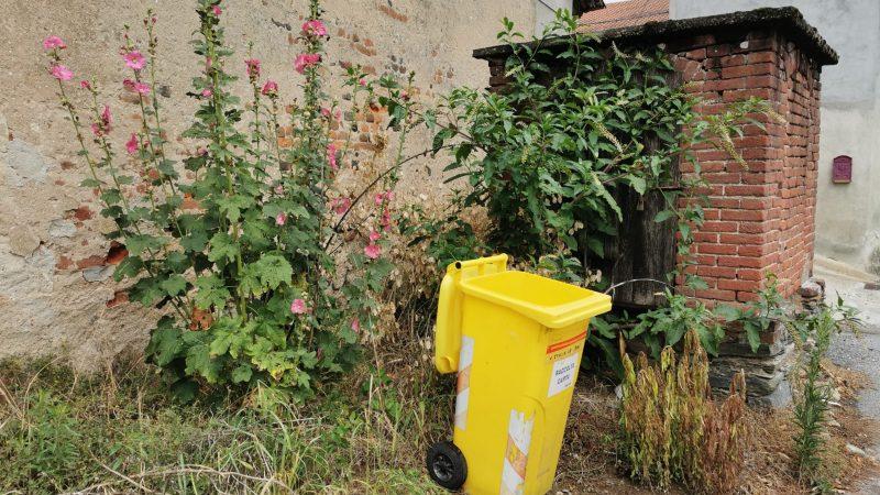 Angolo fiorito di Via Dorzano in frazione San Secondo