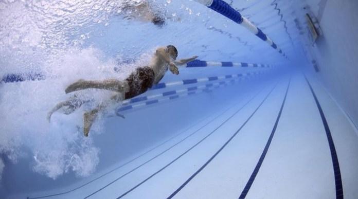 immagine nuoto