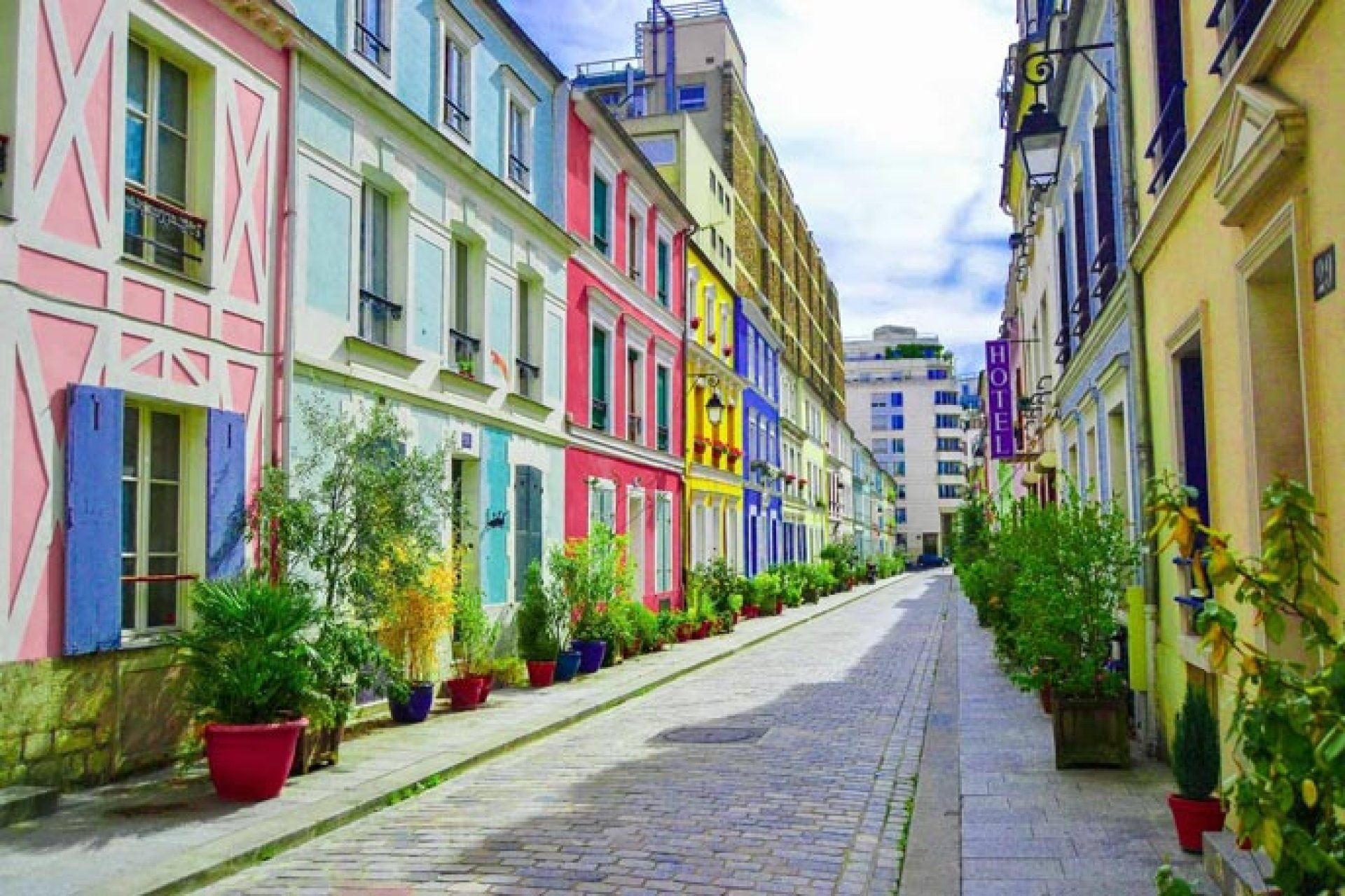 Paris secret tips - little cobbled stoned alleys and colorful houses are some of the many hidden gems of Paris. Check them out if you want to discover offbeat PAris