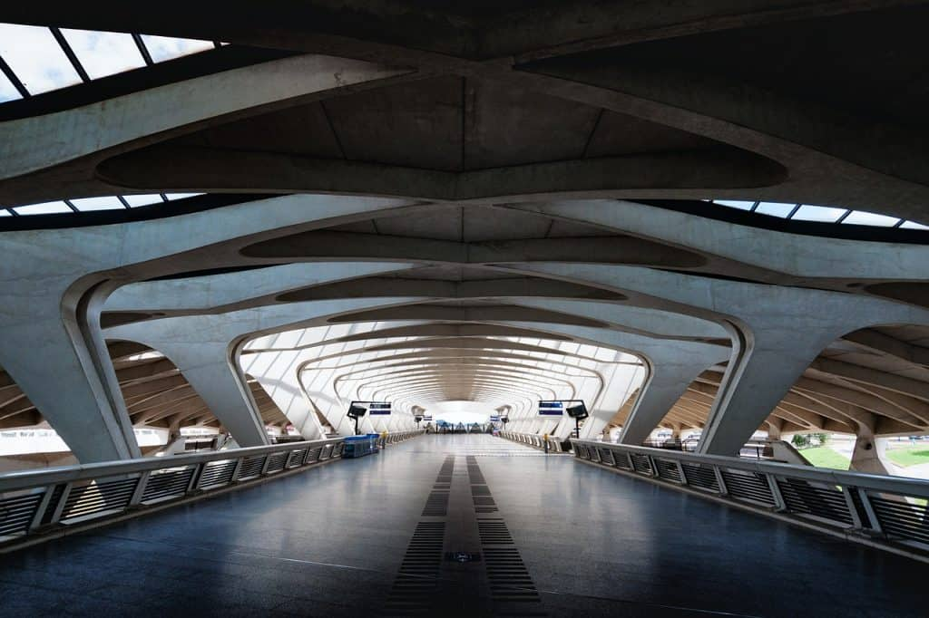 Charles de Gaulle airport transfers are confusion, but we're helping you finding the best way to get from Charles de Gaulle to Parising the best option
