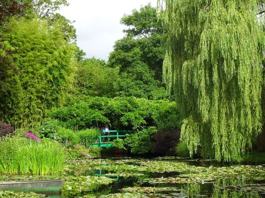 Paris Travel Tips: VIsit the Gardens of Monet in Giverny in Spring, there is no better time to see everything in bloom!